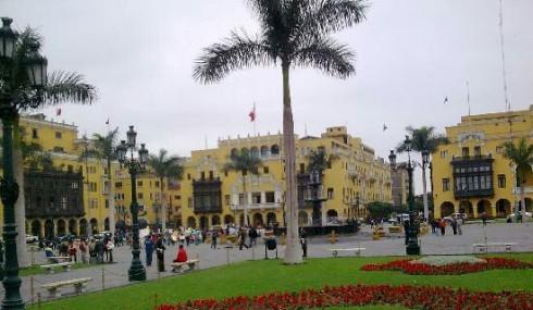 lima-plaza-de-armas-2~2